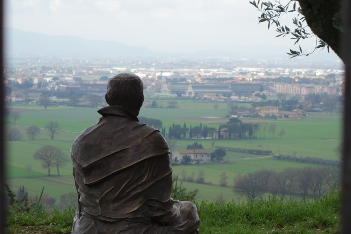 Statue of St. Francis staring at his birthplace